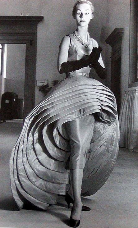 La conception Neuf Jupes Roberto Capucci, 1956.