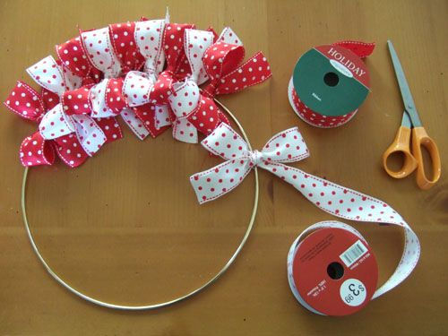 Christmas Ribbon Wreath. Oh, so that's how those ribbon wreaths are done.