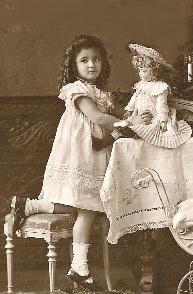 vintage photo    Edwardian girl... doll