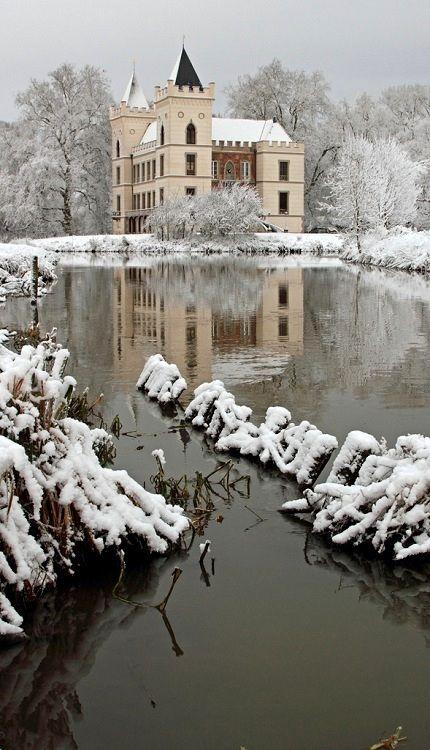 Castle Beverweerd during wintertime, Netherlands (by dirkjankraan.com on Flickr)