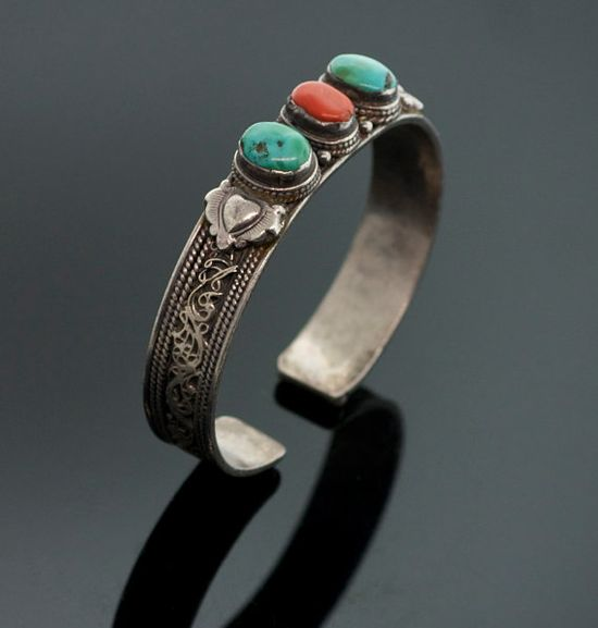 Vintage Navajo Sterling Silver Blue Turquoise by SITFineJewelry, $295.00