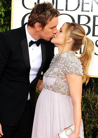 Dax Shepard and Kristen Bell showing some PDA at the 2013 Golden Globes.