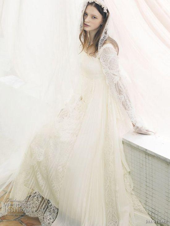 Jill Stuart romantic lace wedding dress with veil