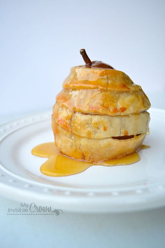 Stuffed Pears En Croute, simply baked pears wrapped in puff pastry, stuffed with Brie, honey drizzle, delicious!