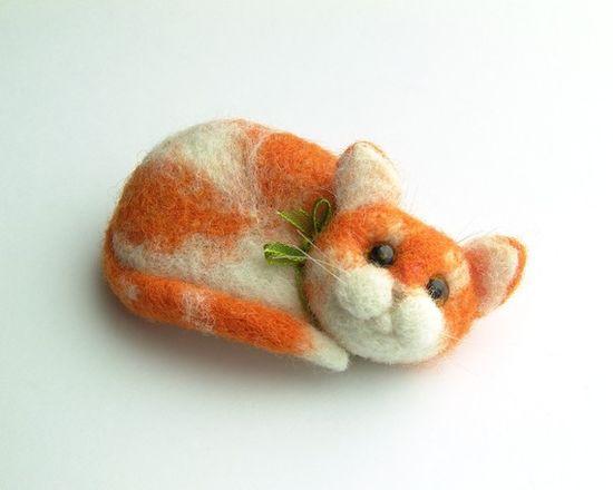 Felt Cat Pin/Brooch Needle Felted Miniature by felttess on Etsy, $39.00