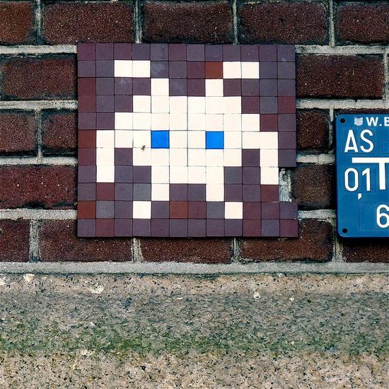pixels street art