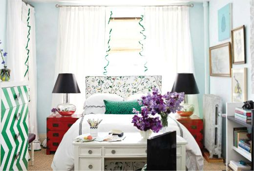 a bright and colorful way to decorate a studio apartment - love the headboard!
