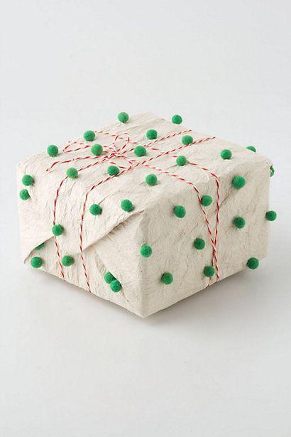 pom pom gift wrap - very cute  #Giftwrapping #Christmas #pompom