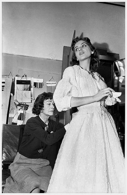 Mademoiselle Chanel et Vera Valdez, 1954. #vintage #1950s #fashion #designers