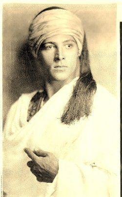 Rudolph Valentino - No wonder the women were crazy about him!