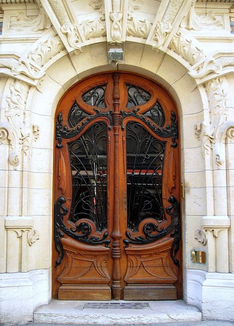 Art Nouveau main door by Sokleine    Door of an habitation building located 3 Square Rapp in Paris 7ème.  Architect: Jules Lavirotte  Built in 1899-1900
