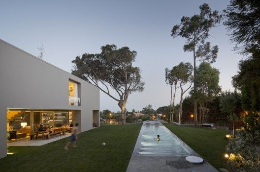 []House in Quinta Patino by Frederico Valsassina Arquitectos