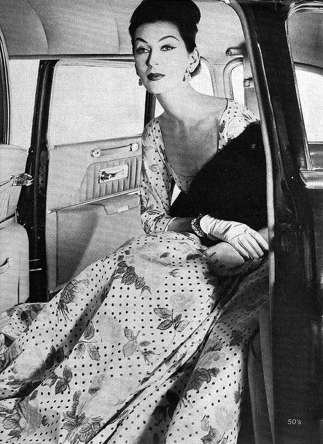 Dovima Vogue-Apr 1, 1956.