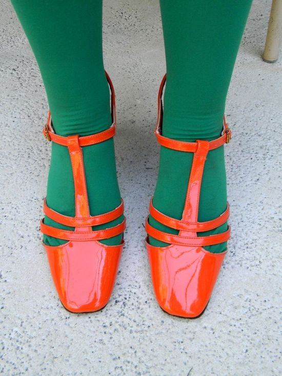 Love those shoes, and awesome color combo with the tights.