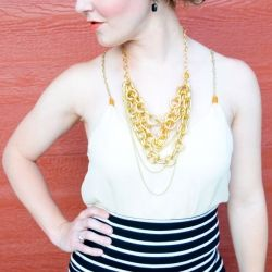 See how to make a simple chain-strap tank top using a broken necklace. SUPER easy.