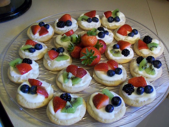 Recipe for mini dessert pizzas. I'm thinking lemonade fruit dip on these would be awesome!