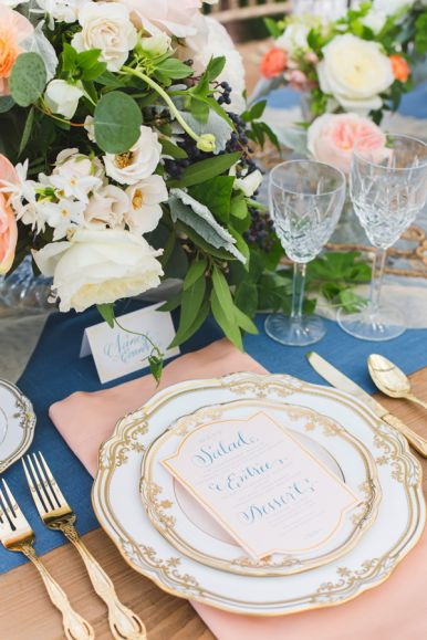 Elegant gold, peach and blue table setting; gorgeous. #wedding #wedding #event #events #tablesetting #tablescape #vintage #elegant #gold #peach #blue #flowers #roses