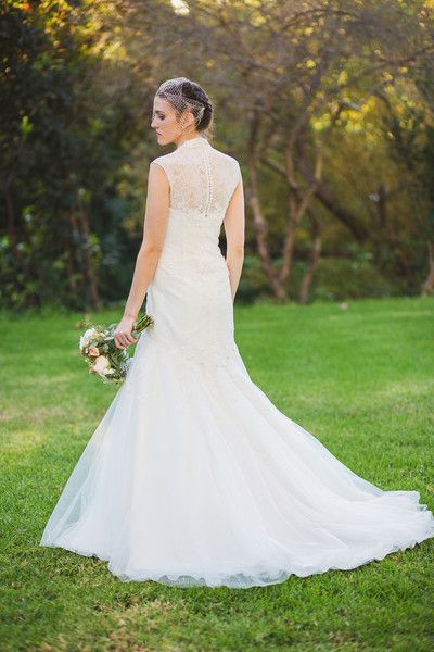 How stunning is this bride? We're in love with that dress! {Leif Brandt Photography}