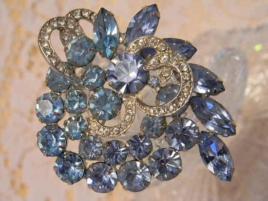 Vintage 1950s Signed WEISS Blue Rhinestone Brooch