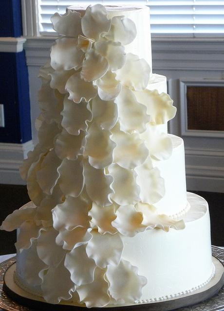 Gorgeous Wedding cake    #WeddingCakes #Weddings
