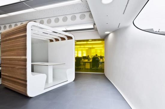 London Office Interior Design by Essentia Designs