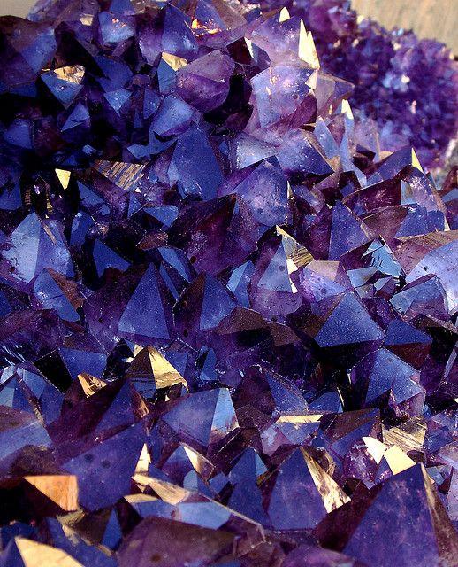 Amethyst crystals in vug (macro)