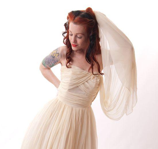 Vintage 1950s Wedding Dress // Sweetheart Shelf Bust by Merletto, $275.00