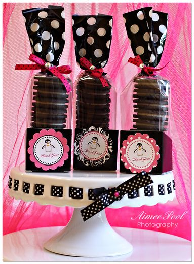 Oreo cookies as party favor, cute idea!