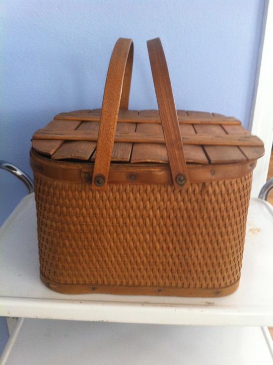 Beautiful vintage picnic basket. Pristine.