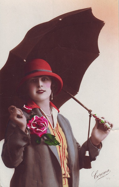 A darling springtime sweetie from the roaring 20s. #vintage #1920s #umbrella #fashion