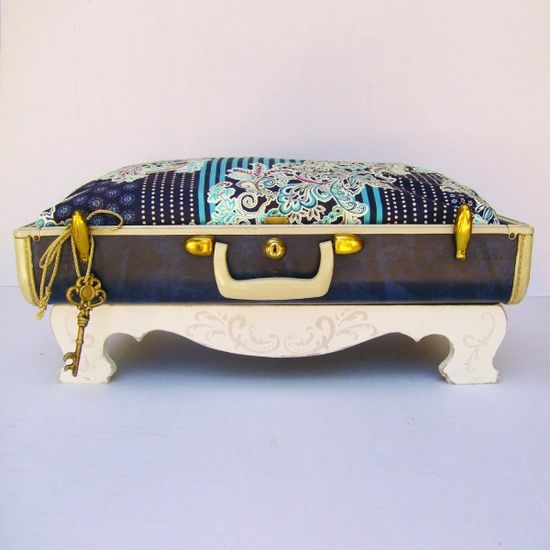 Excess Baggage – Custom Made Suitcase Pet Beds