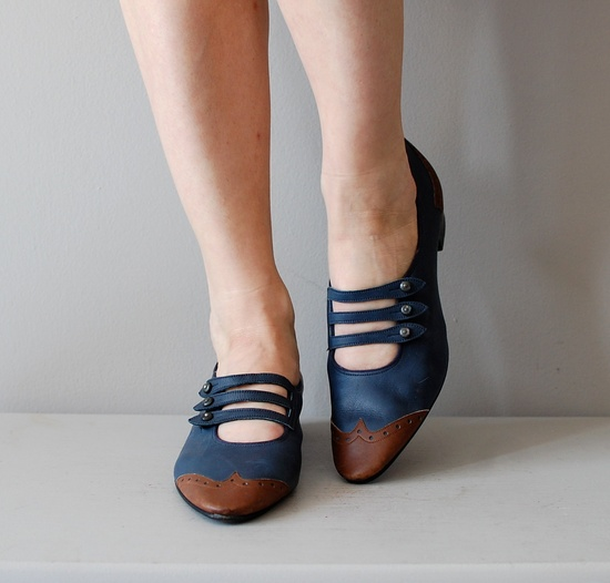 1960s shoes / 60s mary janes / Spectator Janes by @yn golden. $64.00 USD, via Etsy.