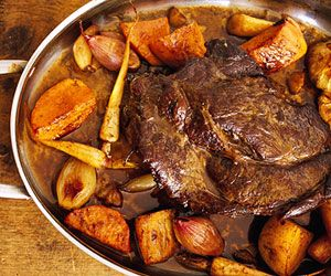 This easy pot roast #recipe can be made in either the over or the slow cooker!