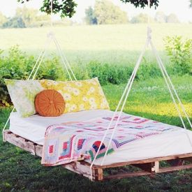 A DIY to make a swing bed out of pallets.