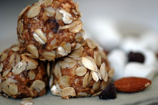 Almond Butterballs / Healthy dessert options for the holidays!