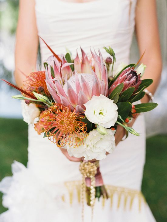 Sunset inspired bouquet with two kinds of proteas