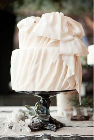 Romantic Ivory Wedding Cake