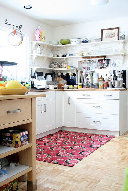 Don't forget a colorful rug in the kitchen #kitchen #white #butcher_block #open_shelving