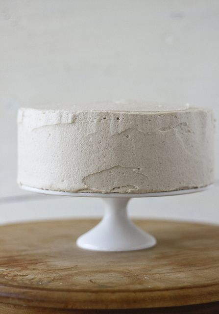 small and simple yet lovely white cake