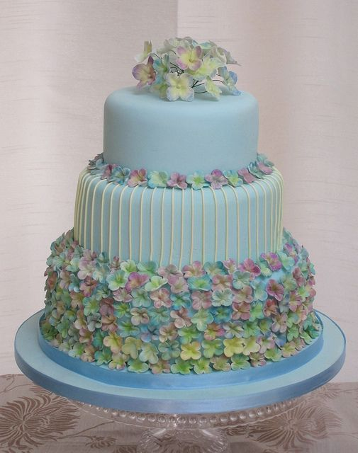 hydrangea wedding cake, via Flickr.