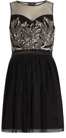Gorgeous party dress! Definitely loving the embellished bodice. The perfect NYE dress!
