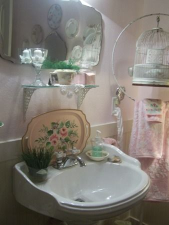 bathroom with great vintage style