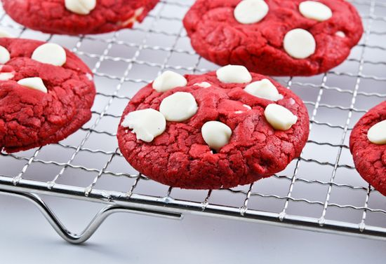 Red Velvet White Chocolate Chips Cookies  #Cookies #Red_Velvet #Valentine
