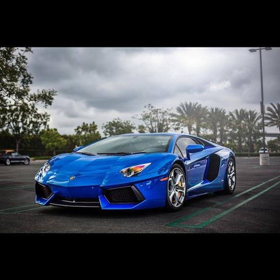 Magnificent Blue Aventador!