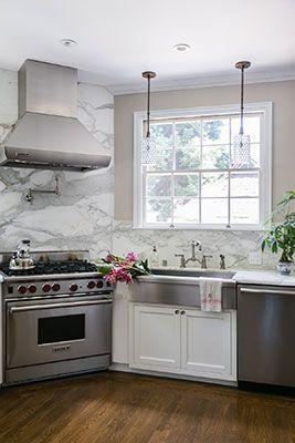 Clean and elegant kitchen design.