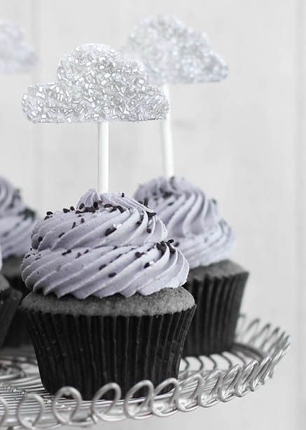 Stormy Day - Black Sesame Cupcakes with Lemon Curd