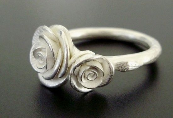 JUST GORGEOUS!!! Two Romantic White Roses  Handsculpted Cast Ring in by jennykim, $190.00