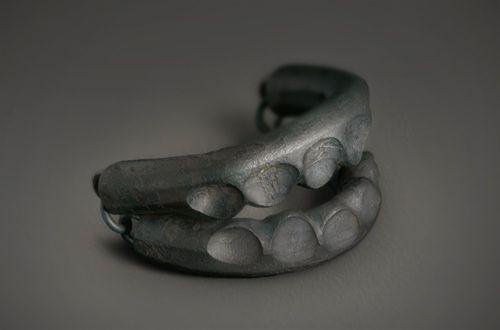 sophie hanagarth - Traquenard, bracelet, fer pur forgé, 2009-  -Trap, bracelet, hand forged pure iron, 2009-