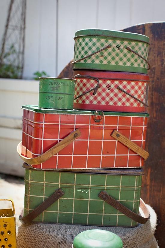 Vintage picnic baskets - Love!
