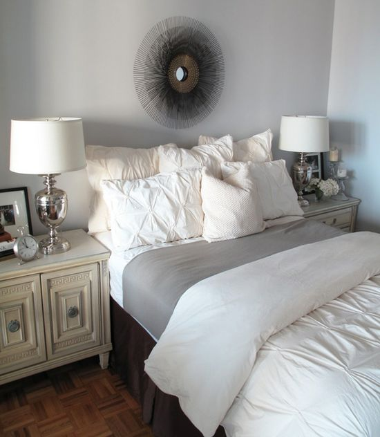 Light, Bright, Cozy Bedroom w/Mirrored Accents